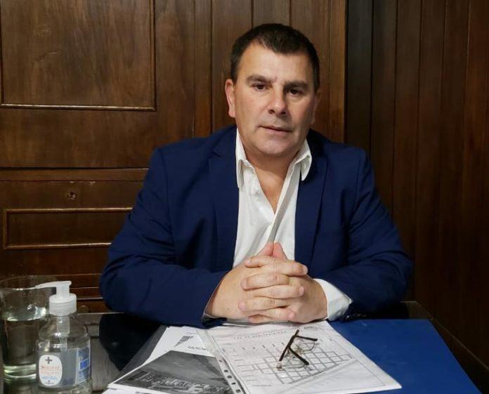 Azul: Hernán Bertellys prohibió la circulación durante la madrugada