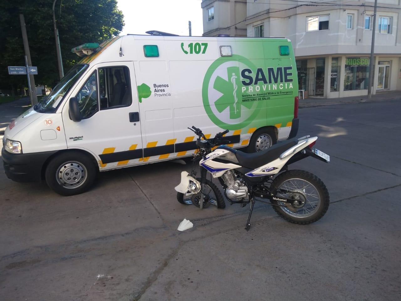 Tras un choque trasladan a un motociclista