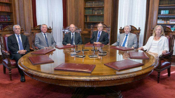 """La Corte bonaerense se despegó de sus dos """"vacunados VIP"""" y defendió el accionar del Poder Judicial"""