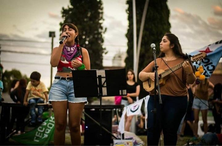 VIVO Día de la Mujer: Talentosas artistas locales se suman al programa por las redes del Foro Olavarría