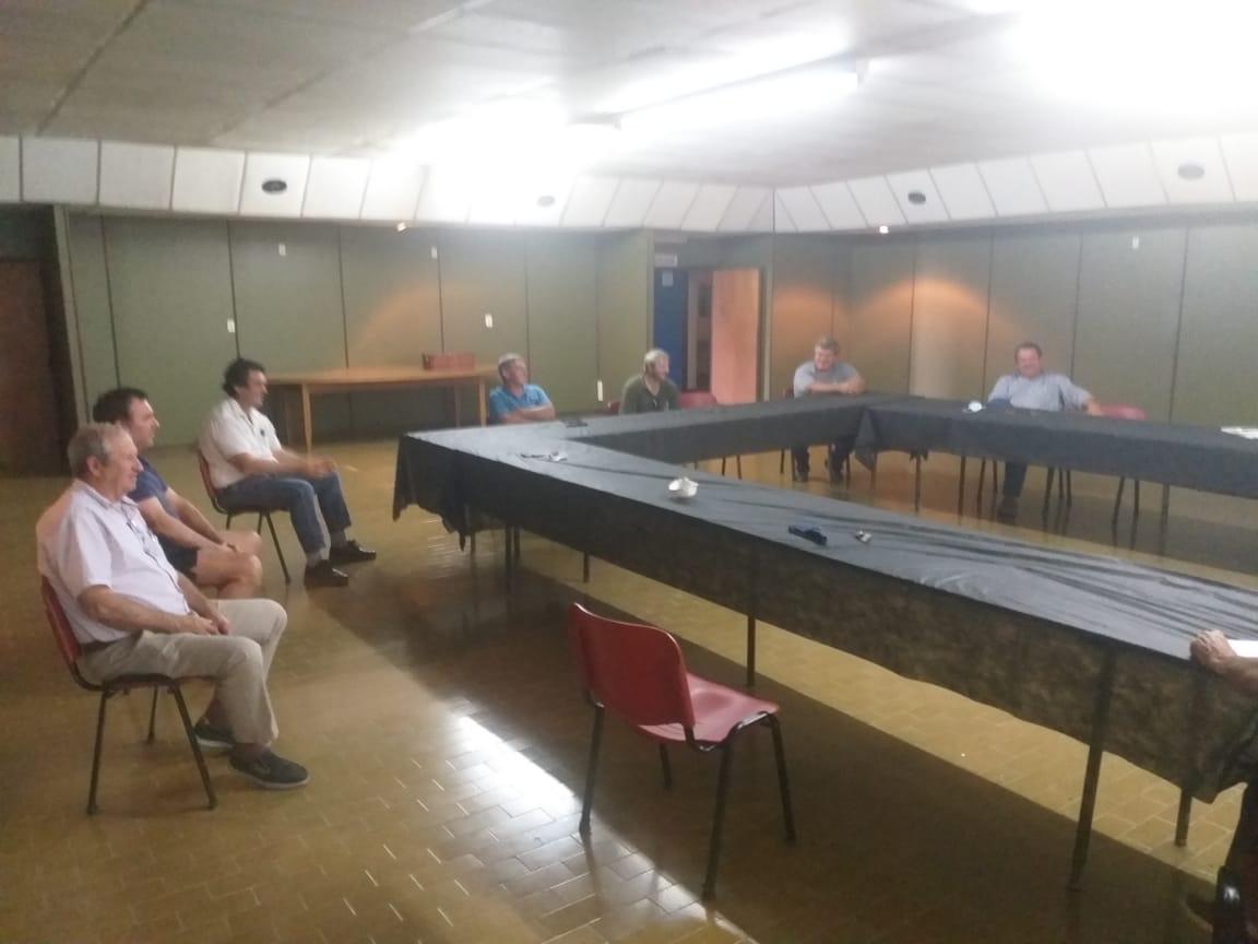 Directivos de la Mesa Agropecuaria se reunieron con el Director de Caminos de la Municipalidad