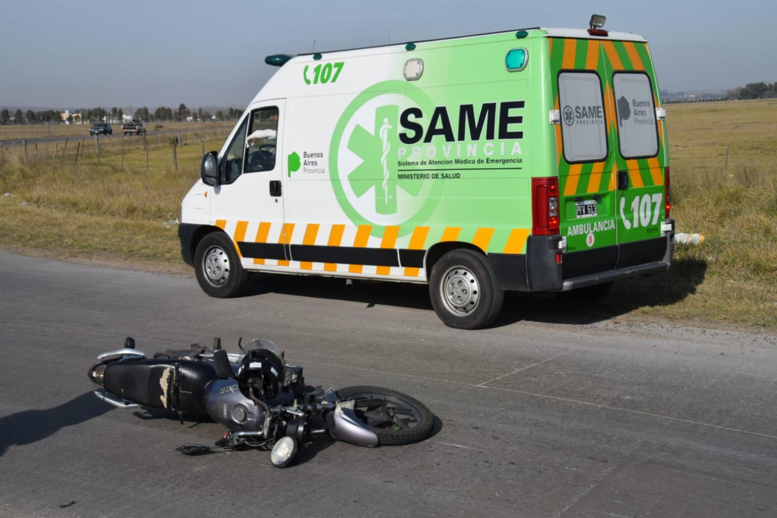 Una mujer cayó de su moto y resultó herida
